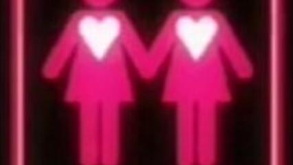 Голые лесбиянки с торчащими сосками доводят друг друга до экстаза